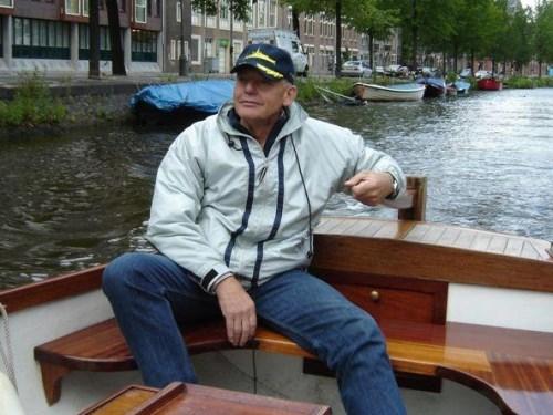 Gijs Honing in rustiger vaarwater nadat hij hardlopend twee keer de omtrek van onze planeet overbrugde en dat op de racefiets zelfs drie maal deed. Hieronder de 195 Ultralopen en 441 Marathons van Gijs.